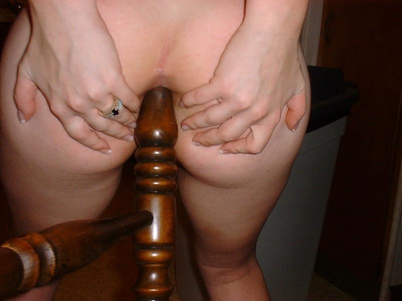 сесть жопой на деревянный хуй порно